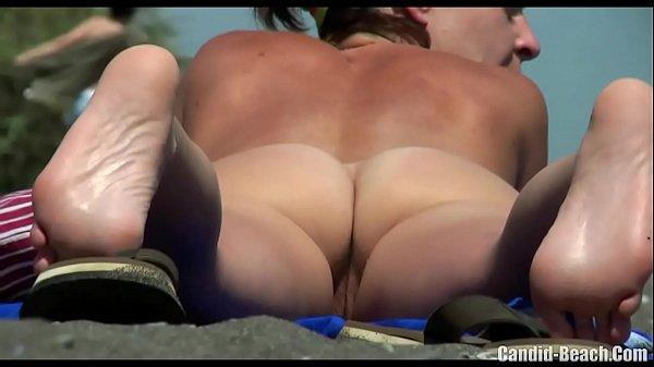 Os melhores flagras de novinhas na praia de nudismo Quem não gosta de ver mulheres novinhas gostosas peladas não é mesmo? E quando estamos falando nisso vários homens até negam que não olham esse tipo de fotos, mas enfim, todo mundo olha, já viu e gosta bastante não é mesmo. Então foi pensando nisso que fizemos uma seleção com os melhores flagras de novinhas na praia de nudismo aqui no Brasil, são fotos e um vídeo pornô especial que você com certeza irá gostar, pois nele aparecem apenas as novinhas amadoras mais gostosas da praia de nudismo, e são muitas fotos e flagras de bucetas cabeludas e lisinhas das safadas cheias de tesão que não sentem vergonha alguma de se mostrar. As ninfetas também estão nessa lista, pois aparecem fotos de garotas de 18 anos peladas, 19 anos, 20 anos, tudo o que você vai precisar para bater uma bela punheta está aqui, te esperando.