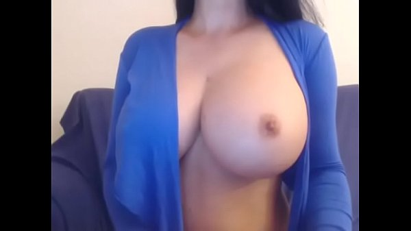 Tetuda se masturbando gostoso e gozando bem muito