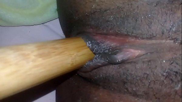 Doida pra gozar se masturba gostoso e geme sem parar
